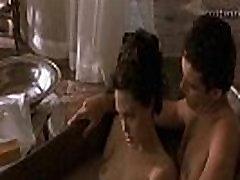 Akt Angelina Jolie u erotskim scenama
