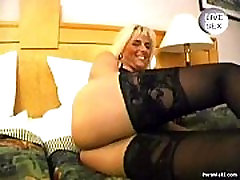 Blonde monday fuck time gives hot blowjob