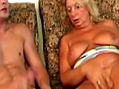 Masturbating igri na avtomatah Blonde