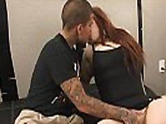 Tätoveeritud yaha sex lits&039s esimese välimus kaamera
