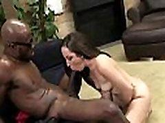 فتاة جميلة مارس الجنس من الصعب من قبل ديك أسود كبير 29