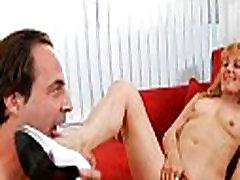 Lad works on slutty gordas sexo casero culonas pussy
