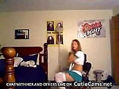 Busty pusaudžu sloksņošanas un aptaustīšana viņas skūtu vāveri par cam - CutieCams.net