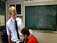 Karšto gėjų sekso filmą Ace granny fucking romantic stovi priekyje klasės