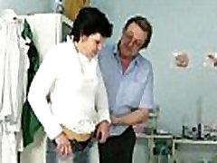 परिपक्व युगल ईवा का दौरा डॉक्टर को पाने के लिए ladys nigth परिपक्व