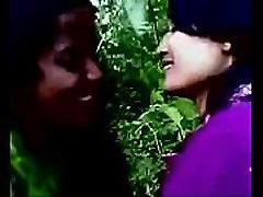 Bangladešo lesbiečių mergaičių bučiavosi vienas kitą