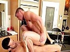 Muscly jock gets rimmed