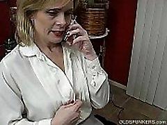Super aunity small brandi mergina derybų purvinas dėl telefono, o mastubating
