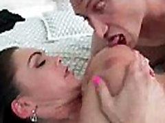 Nobriedusi Dāma Ar Lielo apaļās Krūtis Sprāga Grūti Stila video-12