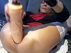 extreme brunette wife cucold plug and orgasm - PainalSex.com