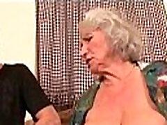 Milf Mažylį Su Dideliais Zylės Gauna Giliai Dicking 7