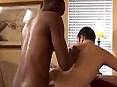 Interacial gay scène de sexe anal