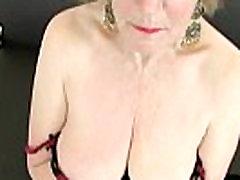 Anglų grannies yra priklausomas nuo masturbacija