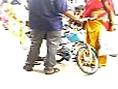 Rekha punarnavi bhupalam showing big ass on raiway platform