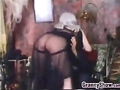 Busty Močiutė, Vonia, Vonia Classic