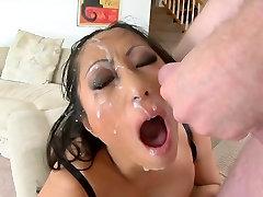 Azijos mergina veido pakliuvom ir spermed 01