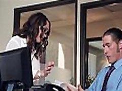 Hot jente Jade Nilen elsker å sykle på en bigcock av hennes sjef i office