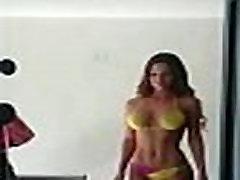 Skaisti latīņu modelis parāda viņas lielisko ķermeni!