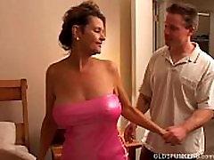 रेवेन हो जाता है एक परिपक्व औरत प्यार करता है, जो करने के लिए भाग्यशाली युवा लोग बकवास