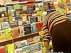Žiūri Grandmas Big Ass Parduotuvėje