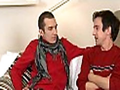 Um-piha fellatio s homoseksualno fantje