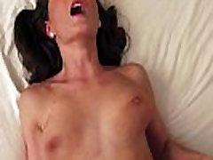 Mėgėjų sugautas, turintys webcam seksas ant sofos