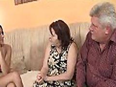 Sena pora suvilioti paauglių lengvai