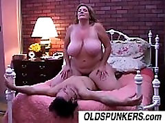 Deedra is a beautiful xoxoxo turk orospu BBW who loves to fuck