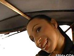 ベアリングの彼女の資産の車