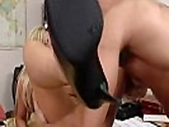 Busty Nikki Benz pakliuvom tarnyba