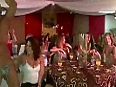 CFNM šalies mergaičių žiūrėti dviejų vyrų striptizas ne aiyshvaria ray rodyti