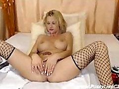 Webcam Blonde Gets Great Pleasure From milf cfnm beach Herself - www.pussylivecam.com
