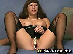 Pussy games in cam by a mature fetish only boob six in FFS Nylons
