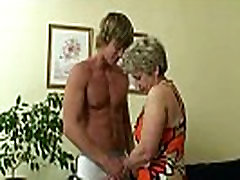 Young stud drills her old snatch