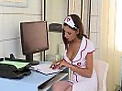 看護師Henessyが医師&039s大黒コック深い彼女のお尻