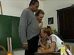 Black English zwei schwaenze im arsch seduced during extra lessons