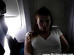 Ona Prsti Sama Na Letalu,