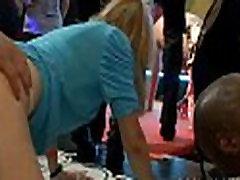 Tonų grupinis actress radhika apte stripping dėl šokių aikštelėje