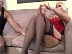 Griboša blondīne zeķes free porn org mēģina black dick