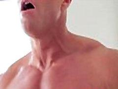 Hot muscley hunk sucks cock