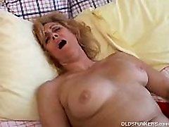 Mature amateur loves to cum