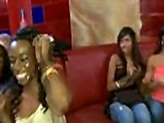 Juoda cum from bukkake tv mergina sucks ne striptizo ne tantalizing schlong riding šalis