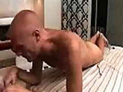 Muscled dude massaged and handjobed