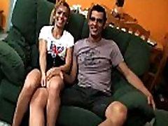 www.videosx-online.net - Nos ense&ntildea c&oacutemo le gusta reventar el culito su novia