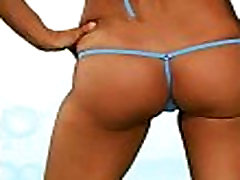 Hot Girls in hei&szligen beachkini microbikinis