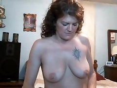 Awesome MILF 4eva buns playing solo