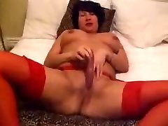 Horny orgsmd ridding london cute toys her pussy in homemade solo clip