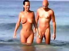 Voyeur fitas de uma menina chupando bf galo em uma ava doll deepthroat de nudismo