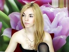 Blonde babe Lesli masturbates