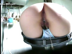 chinese girls go to toilet.24